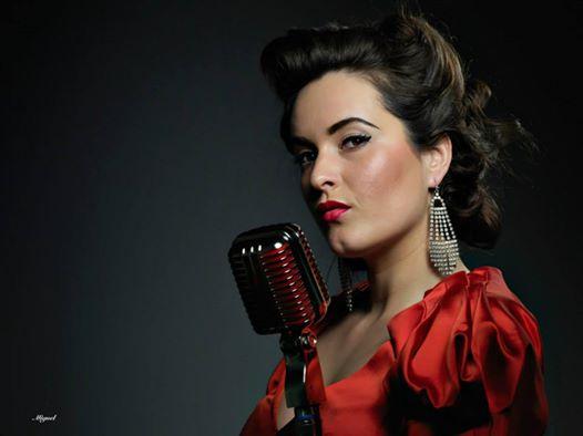 Kerri Kreates singer